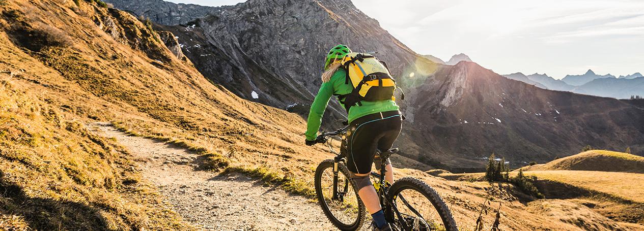 Bild eines Radfahrers in den Schweizer Bergen